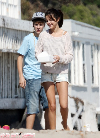 Justin Bieber In Shorts And Selena Gomez In Short Shorts (Photo)