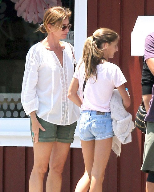 Exclusive... Faith Hill Stops For Ice Cream With Her Daughters
