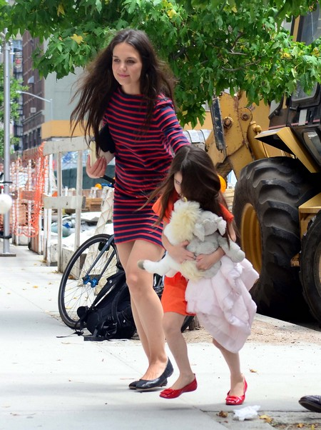 Suspicious Accident As Vehicle Carrying Katie Holmes And Suri Cruise Struck By Dump Truck