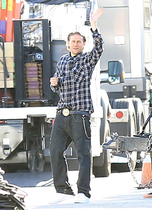 Charlie Hunnam Rolls A Joint On Set Celeb Dirty Laundry