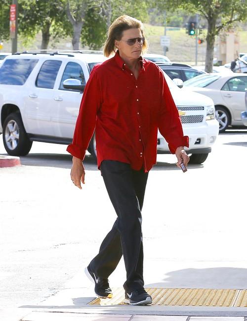 Exclusive... Bruce Jenner Makes A Starbucks Run