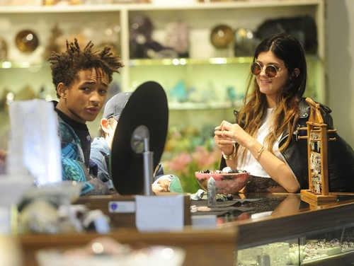 Kylie Jenner Amp Jaden Smith Shop For Crystals Celeb Dirty