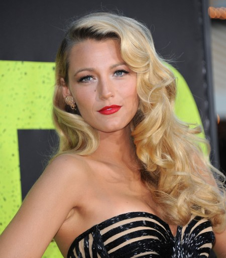 Blake Lively Puts Ryan Reynolds Drama Behind Her And Stuns At Savages Premier (Photos) 0626