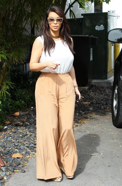 Kim & Kourtney Kardashian Grab Lunch In Miami