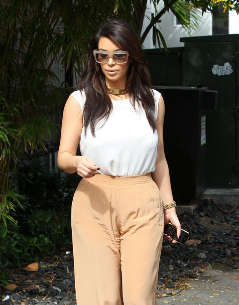 Kim & Kourtney Kardashian Grab Lunch In Miami