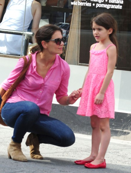 Is Katie Holmes Putting Suri Cruise In Danger? (Photos) 0716