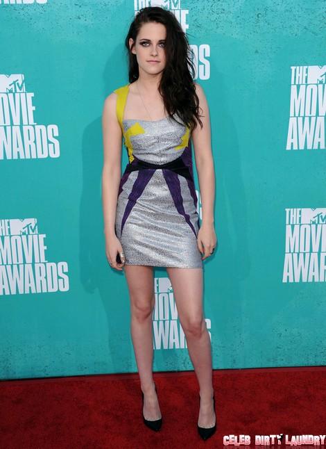 Robert Pattinson and Kristen Stewart Forced to Reunite at MTV's VMAs
