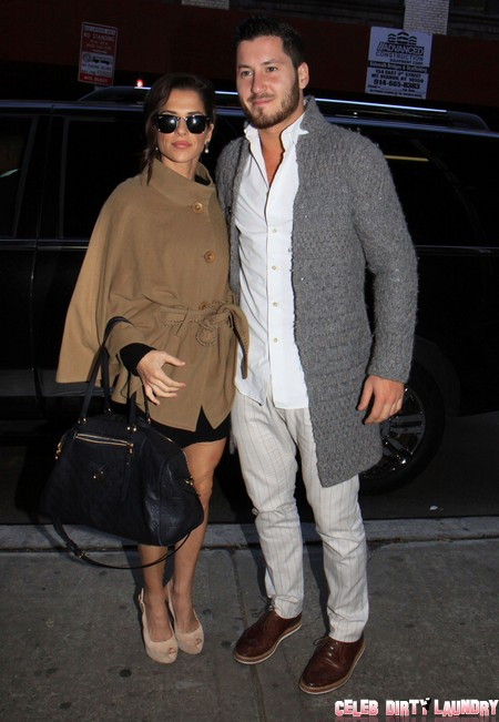 val and kelly dancing with the stars dating Dancing with the stars duo val chmerkovskiy and rumer willis confront dating rumors head on.
