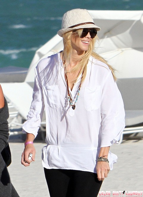 Elin Nordegren Enjoys Her Post Tiger Life On The Beach!