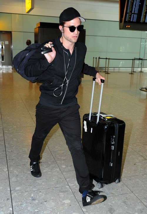 Robert Pattinson Lands In London