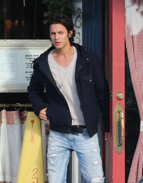 Twilight Actor Arrested – Meth, Cocaine…pee?