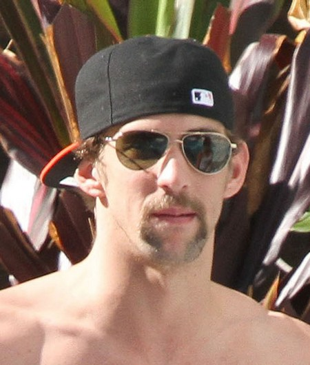 Michael Phelps Chats Up The Ladies By The Pool