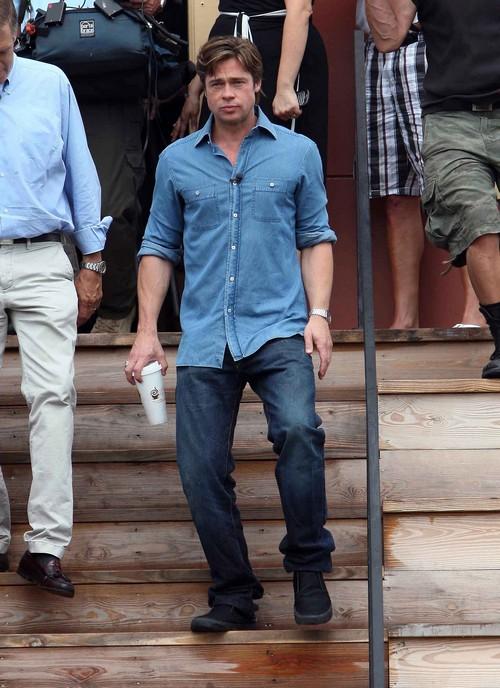 Brad Pitt's Good Deeds, Good Looks on Display During Interview