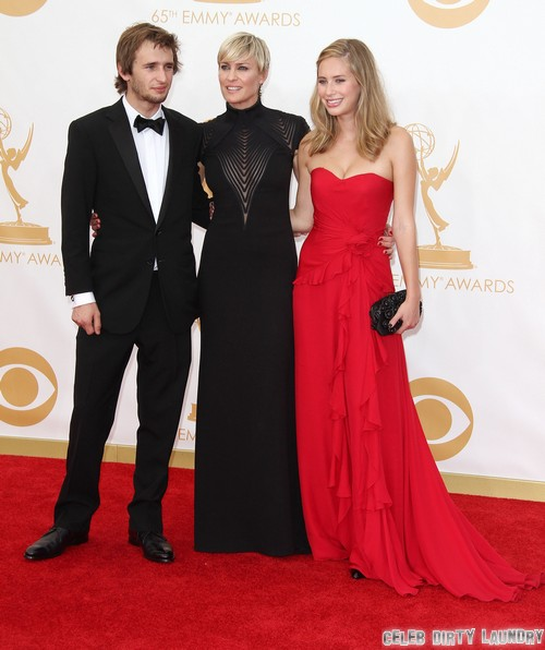 Robert Pattinson's New Girlfriend Is Dylan Penn According to Life & Style (PHOTO)