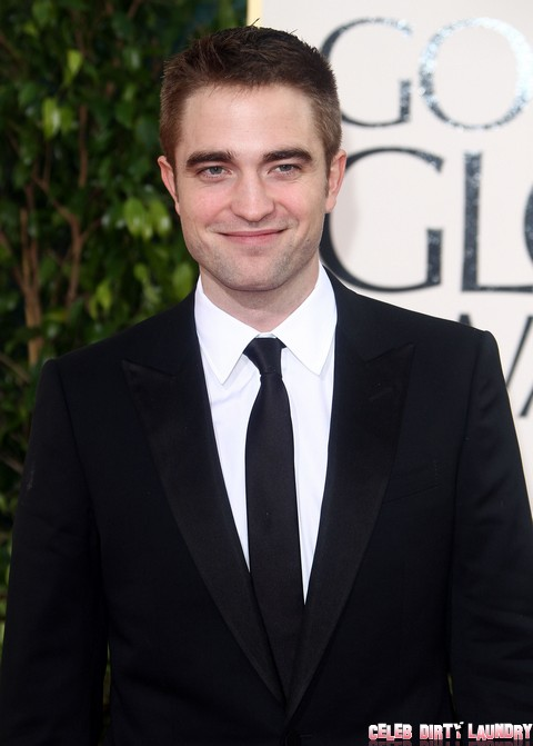 Robert Pattinson Abandons Kristen Stewart For Golden Globe Party With Old Friends