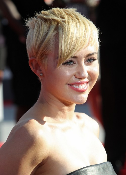 Miley Cyrus Tweets Her Nipple In Another Racy Picture - Photo