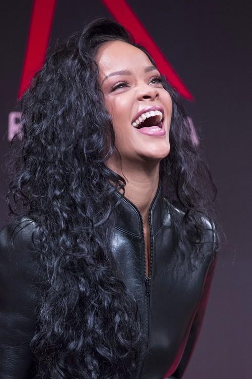 Rihanna Steals Chris Martin From Gwyneth Paltrow - Gwyneth's Reconciliation Plans Down The Drain?