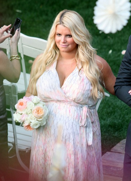 How Can Jessica Simpson Still Be Pregnant