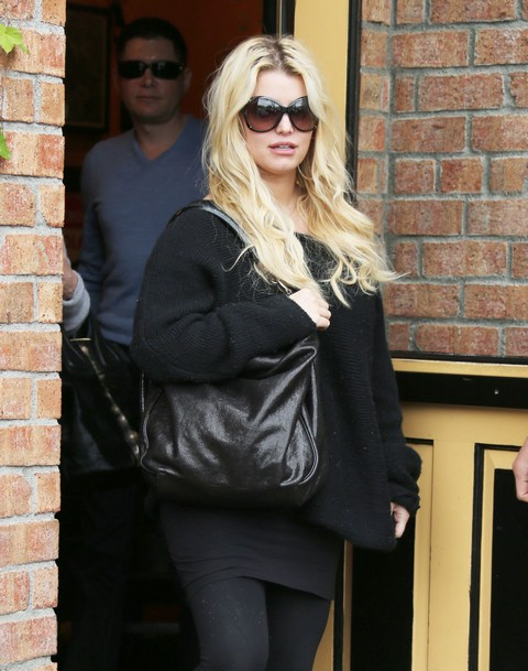 Jessica Simpson & Eric Johnson Have Lunch In Calabasas