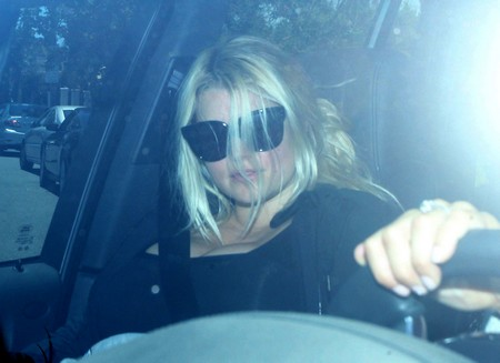 First Photos of Jessica Simpson (Aside From the People Cover Where They Photoshopped Her Into Having Two Left Armpits)