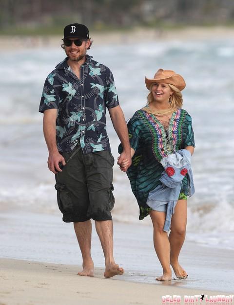 Semi-Exclusive... Jessica Simpson & Eric Johnson Take A Romantic Stroll On The Beach