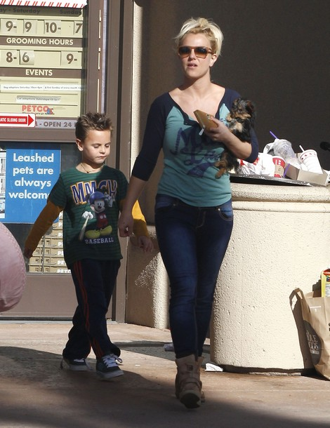Report: Britney Spears Leaves Jason Trawick - Moves Out Of Her Home