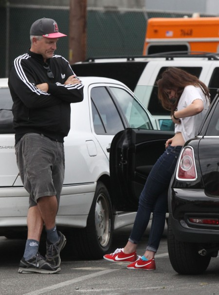 Kristen Stewart Breaks Down In Public After The Affair (Photos) 0808