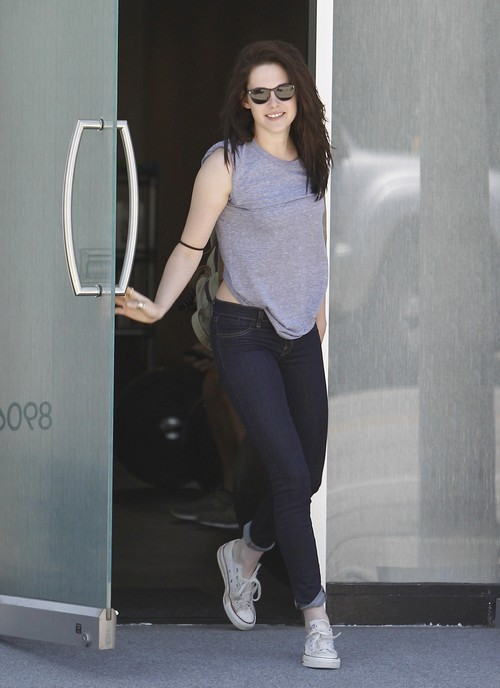 Kristin Stewart Hits The Gym!