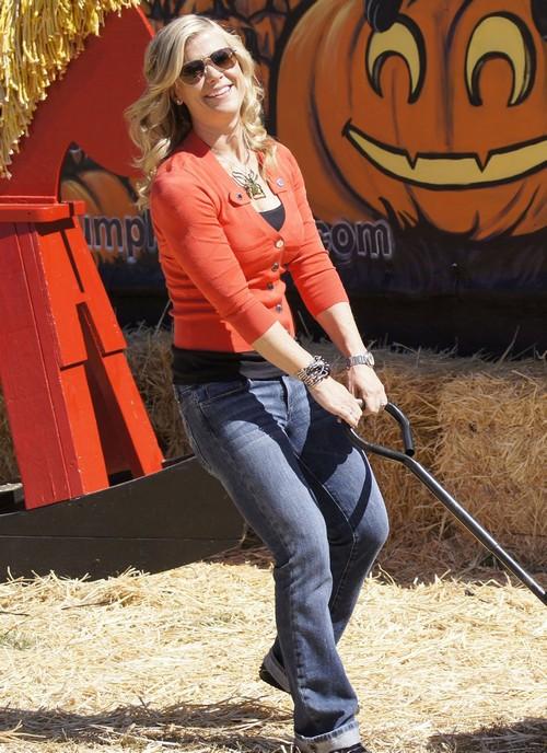 Allison Sweeney Takes Kids To Pumpkin Patch Celeb Dirty