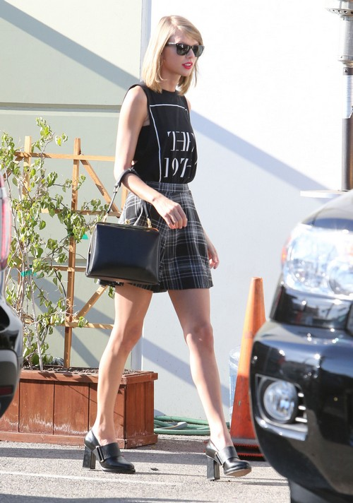 taylor swift and harry styles dating again 2014 Taylor swift has stated that she  out of the woods and style are supposedly about ex-boyfriend harry styles  conor kennedy is rumored to have inspired the song.