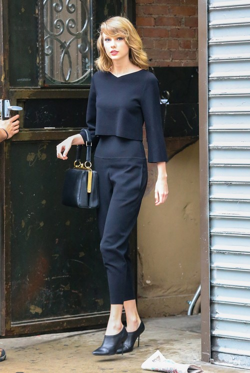Taylor Swift Steps Out Of The Gym In NYC