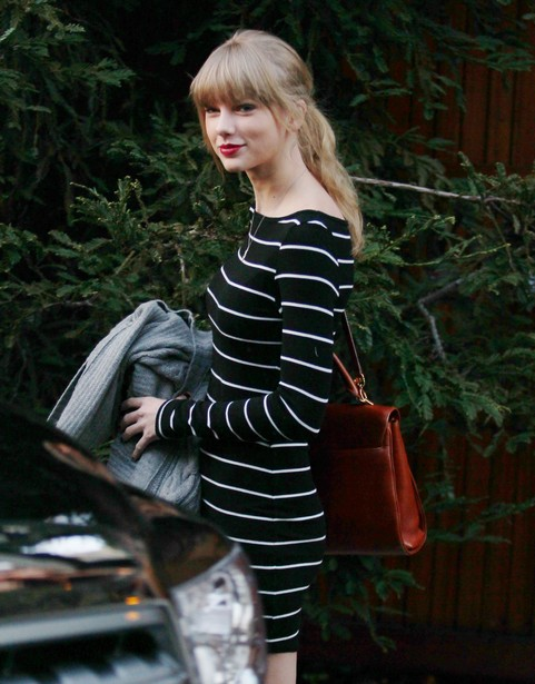 Semi-Exclusive... Taylor Swift Visits A Friend
