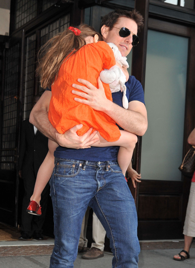 Tom Cruise & Suri Cruise Survive A High-Speed Car Chase By The Paparazzi