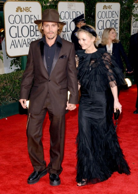 Johnny Depp Keeps Stringing Vanessa Paradis Along 0803