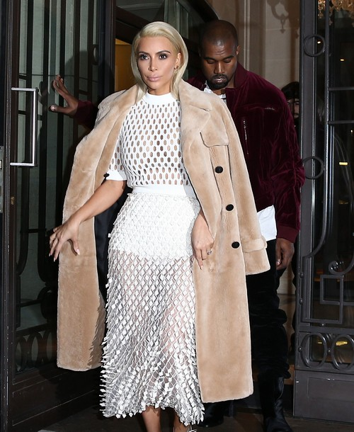 Kim Kardashian & Kanye West Step Out In Paris