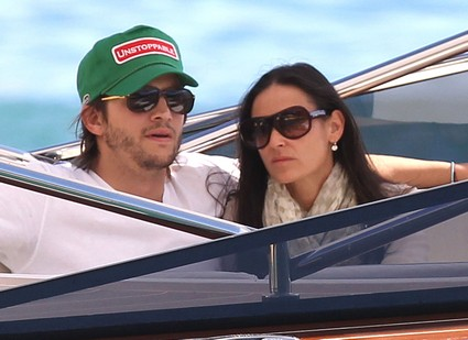 Ashton Kutcher and Demi Moore Are Trying Counselling To Save Their Marriage!