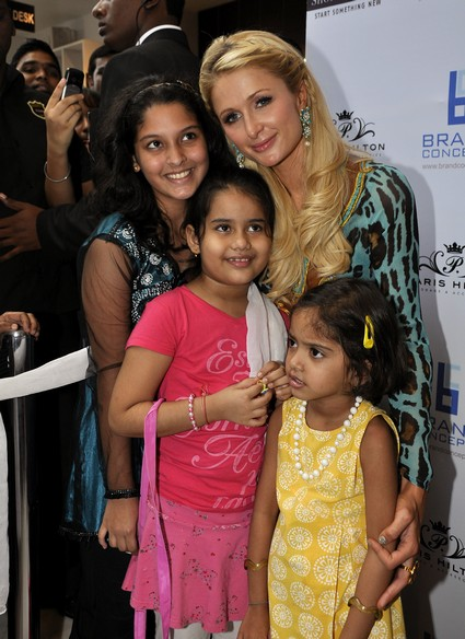 Photos: Paris Hilton Meets Her Young Fans As She Opens Her New Store in India