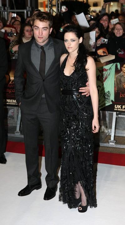 Kristen Stewart Moves In Permanently With Robert Pattinson
