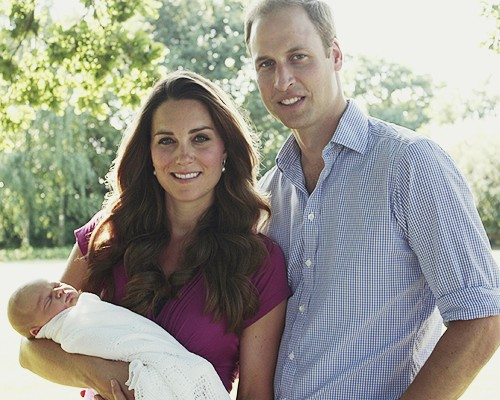 Prince George Louis Alexander First Official Pictures Leaked with Prince William and Kate Middleton (PHOTOS)