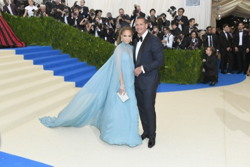 Jennifer Lopez hires private investigator to spy on boyfriend Alex Rodriguez