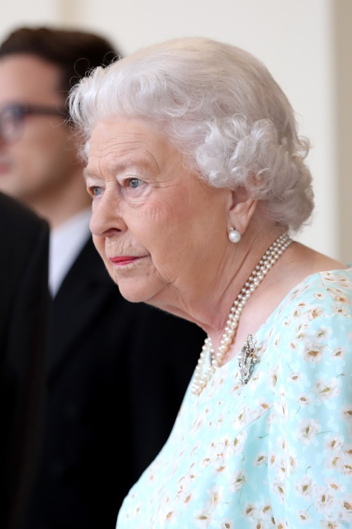 Queen Elizabeth Irritated With Prince William and Kate Middleton's Staff - Lack of Professionalism Damaging Royals