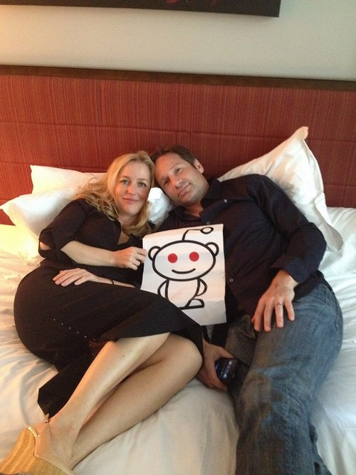 Gillian Anderson and David Duchovny Are A Couple: Post Pic in Bed Together - The Truth Is Here (Photo)