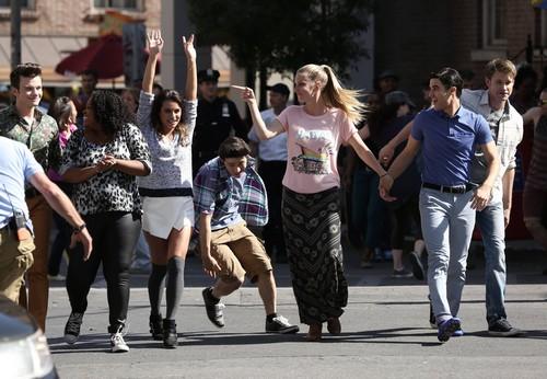 "Glee LIVE RECAP: Season 5 Episode 20 ""The Untitled Rachel Berry Project"""