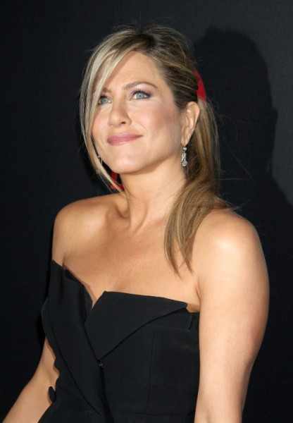 Jennifer Aniston Cupping For Fertility As Wedding Delayed, Is Baby A Deal Breaker?  0424