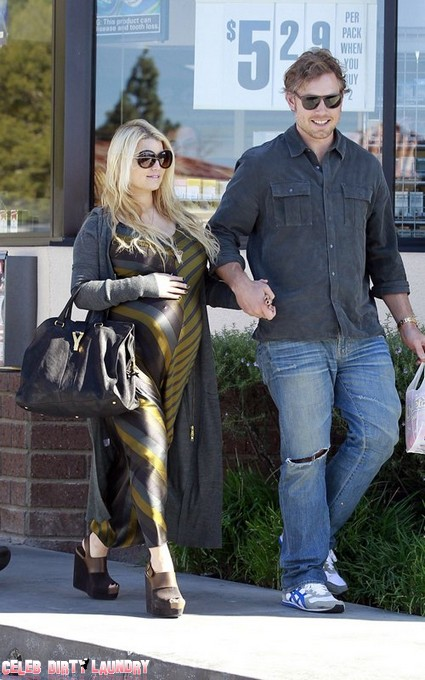 Pregnant Jessica Simpson About To Pop (Photo)