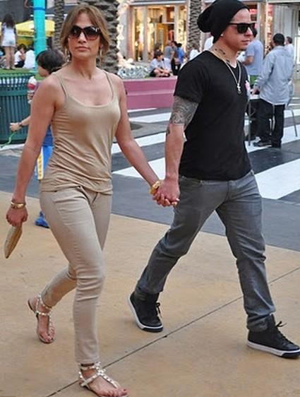 Casper Smart Says Jennifer Lopez Isn't His Mother
