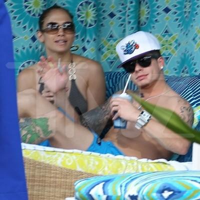 Jennifer Lopez And Boy Toy Casper Smart In Hawaii Beach Cuddle (Photo)