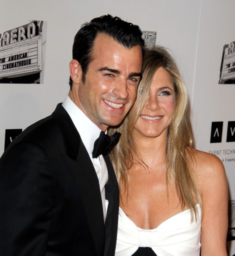 Jennifer Aniston Fears Justin Theroux Will Cheat Like Brad Pitt, Refuses To Leave His Side 1209