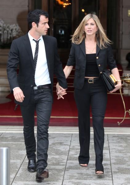 Jennifer Aniston Inviting Brad Pitt's Mom To Wedding, Angelina Jolie Furious 1015