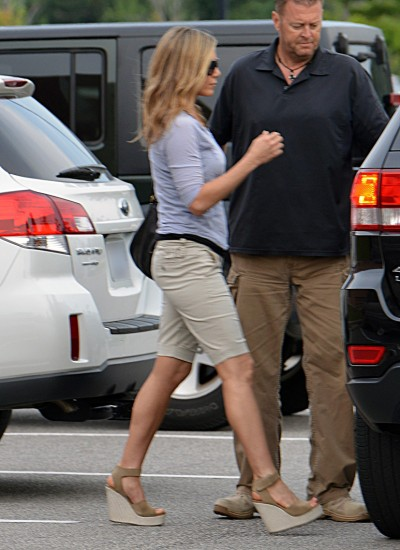 Jennifer Aniston's Pregnant, Her Mom Blabs 0824